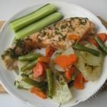 рыба с овощами, приготовленная в пароварке