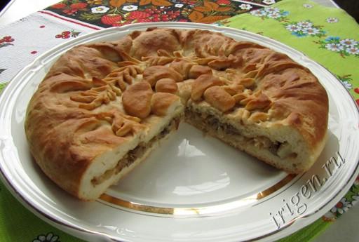 Пирог с капустой и грибами - разрез