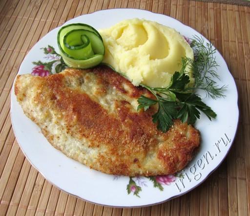 жареная рыба в панировке из картофельного пюре
