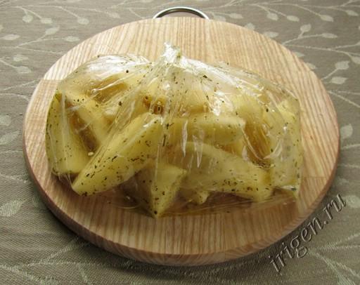 Подготовленный картофель в полиэтиленовом пакете