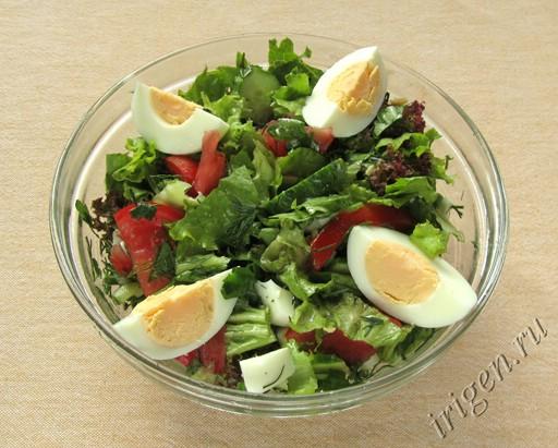 Летний салат с яйцом