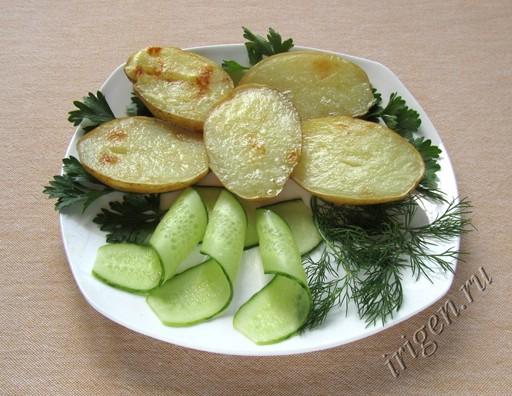 фотография картофеля-гриль в микроволновке