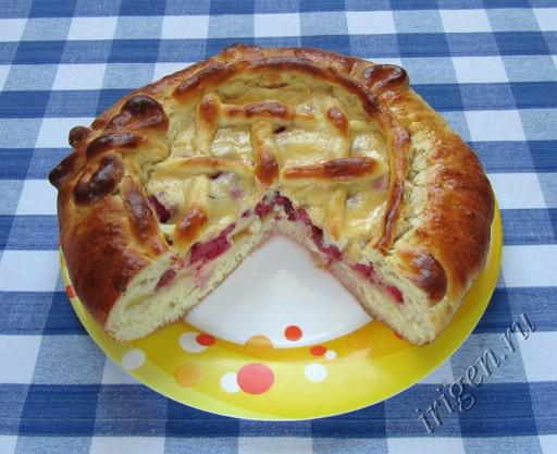 фото пирог дрожжевой с малиной и яблоками