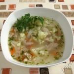 фотография куриного супа с цветной капустой