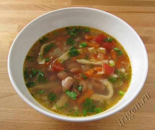 суп с фасолью и домашней лапшой фото