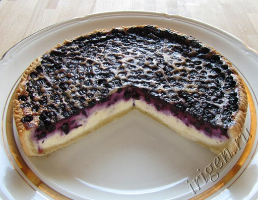 Пирог в мультиварке с черникой и творогом