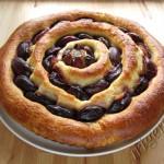 кольцевой пирог со сливами фото
