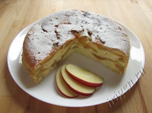 шарлотка яблочная в мультиварке фото