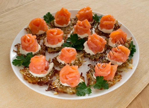 закуска рыбная на картофельных решетках фото