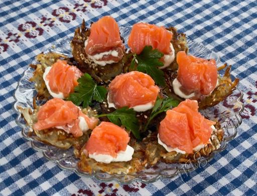рыбная закуска на картофельных решетках фото