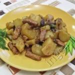 картофель тушеный с мясом и грибами фото