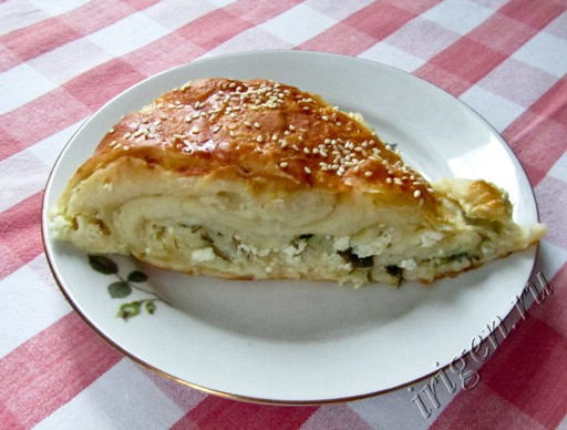 слоеный пирог с творогом и зеленью фото