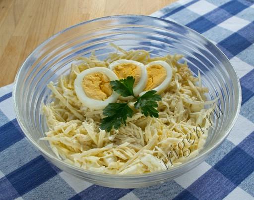 салат белый с сельдереем фото
