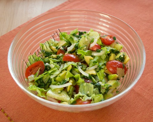 салат овощной с авокадо фото