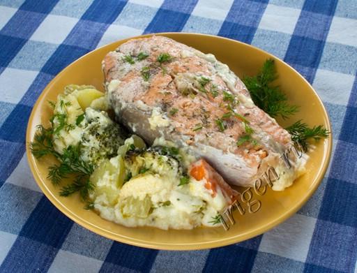 лосось с овощами в сливочном соусе фото