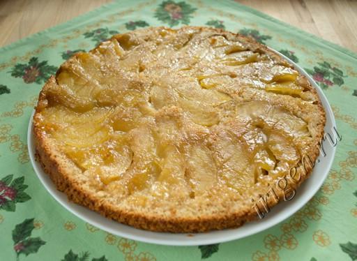 Пирог-перевертыш с яблоками фото