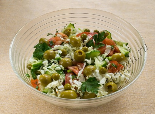 Салат помидоры пекинская капуста оливки