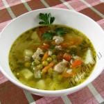 Суп мясной с зеленым горошком фото