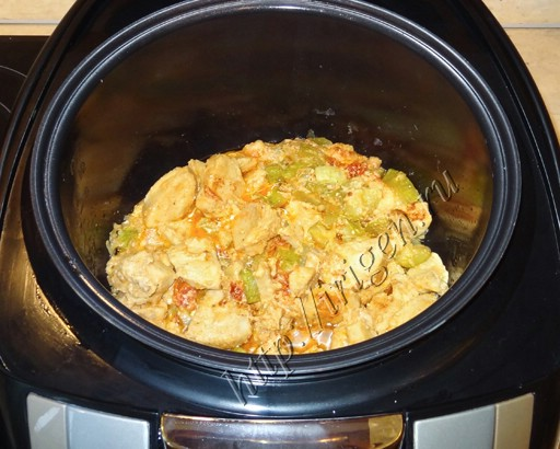 Приготовить куриную грудку с кабачками в мультиварке