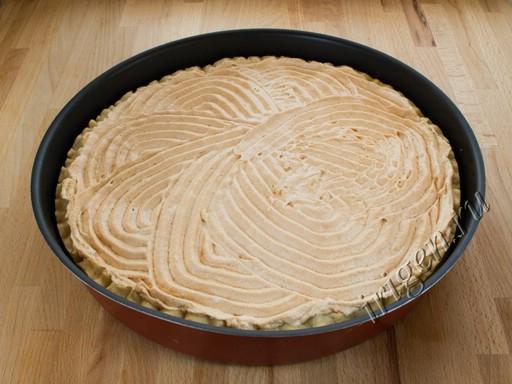 Яблочный пирог после выпечки фото