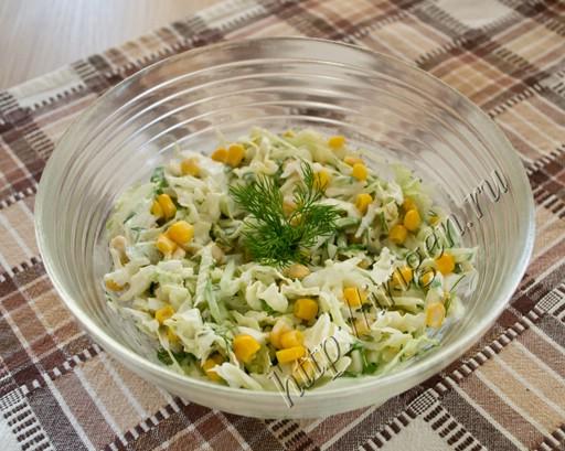 Салат из пекинской капусты с кукурузой фото