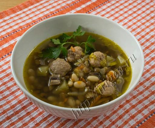 суп с фрикадельками, фасолью и чечевицей