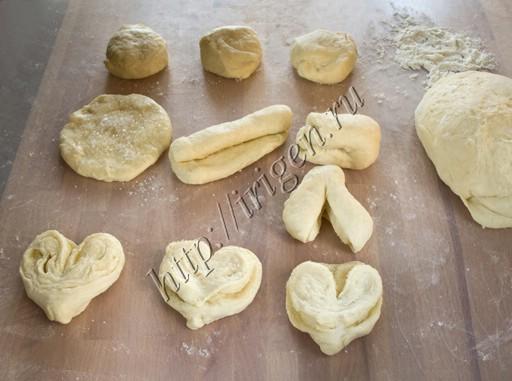 формование булочки в виде сердечка