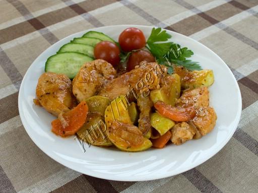 куриная грудка с кабачками в томатном соусе
