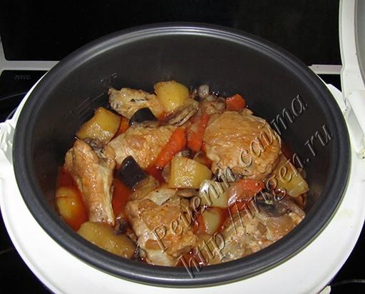 готовая курица с овощным гарниром