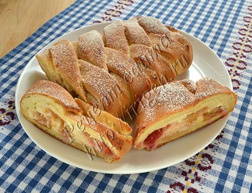 дрожжевой пирог Коса с творожно-ягодной начинкой