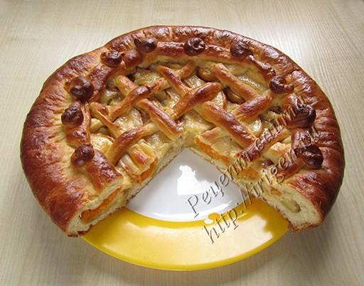 дрожжевой пирог с яблоками и абрикосами