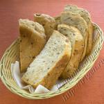 хлеб с цельнозерновой мукой на сыворотке в хлебопечке