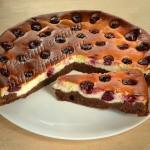 творожно-вишневый пирог с темным и белым шоколадом