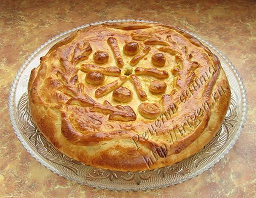 дрожжевой пирог на сыворотке с мясом и капустой