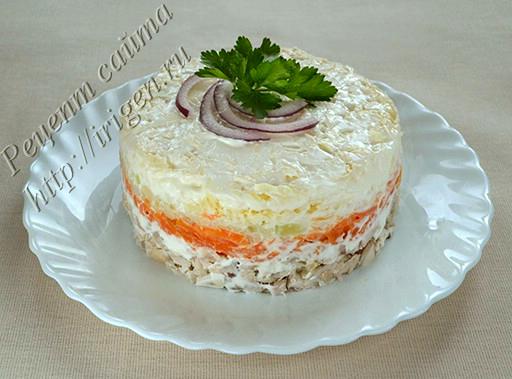 салат слоеный из курицы с морковью и сыром