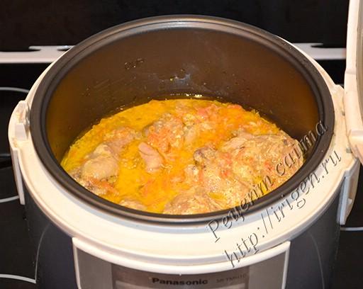 курица в сметанно-овощном соусе после тушения