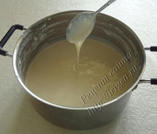 тесто после добавления яиц и молока