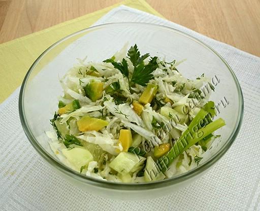салат с авокадо и пекинской капустой