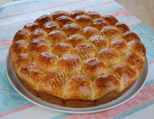 пирог из булочек с конфетами