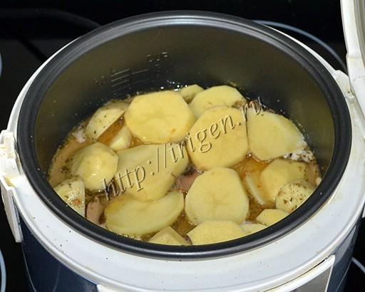приготовление свиных отбивных с картофелем