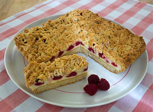 пирог с малиной и белковым кремом