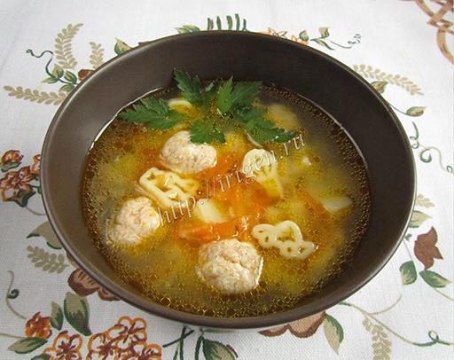 суп с куриными фрикадельками и макаронными изделиями