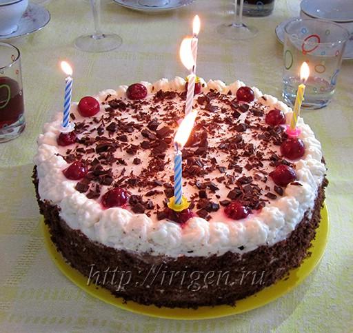именинный бисквитный торт с вишней