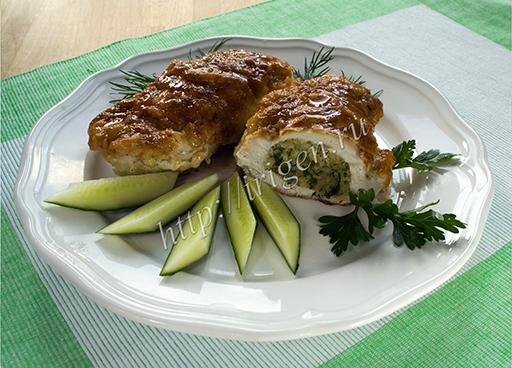 куриные кармашки с начинкой на основе сухарей и сыра