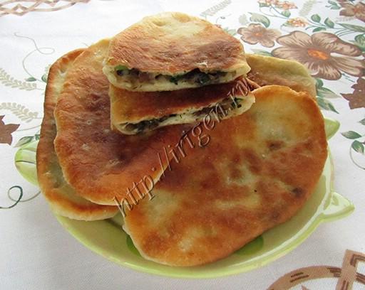 пирожки с грибной начинкой из теста на кефире и сметане