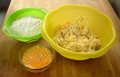 приготовление теста для сырного печенья