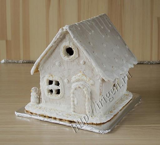 белый пряничный домик