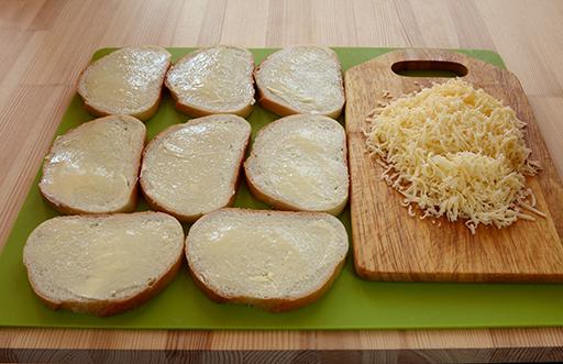 подготовка хлеба и сыра