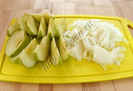 подготовка лука и яблок