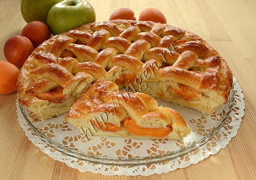 Пироги с ягодамиы из дрожжевого теста в духовке